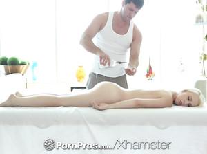 Дарси наслаждается чудесным секс массажем